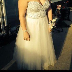 Dresses & Skirts - Prom dress